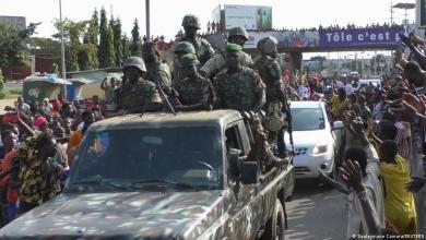 صورة انقلاب عسكري واعتقال رئيس غينيا كوناكري واحتلال الحكومة والدستور
