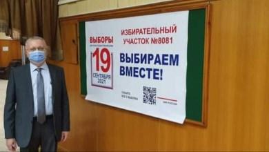 صورة السفير الروسى بالقاهرة يدلى بصوته فى انتخابات مجلس الدوما