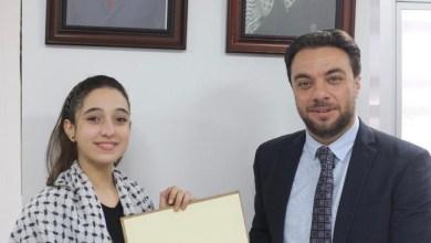 صورة سفارة فلسطين بالقاهرة تكرم الطفلة الموهوبة ميس عبد الهادى