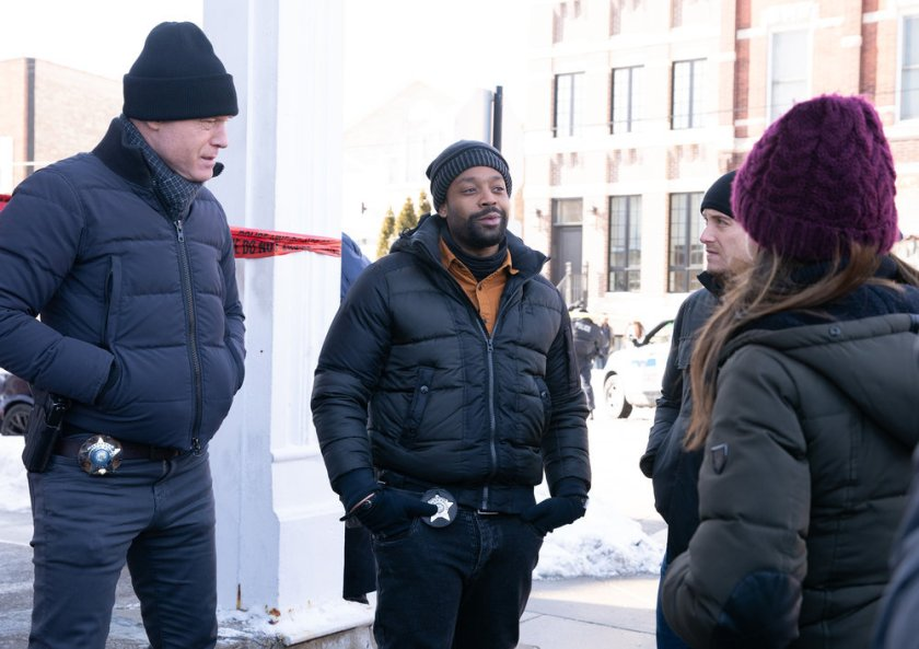 """CHICAGO P.D. -- """"Impossible Dream"""" Episode 809 -- Pictured: (l-r) Jason Beghe as Hank Voight, LaRoyce Hawkins as Kevin Atwater -- (Photo by: Sandy Morris/NBC)"""