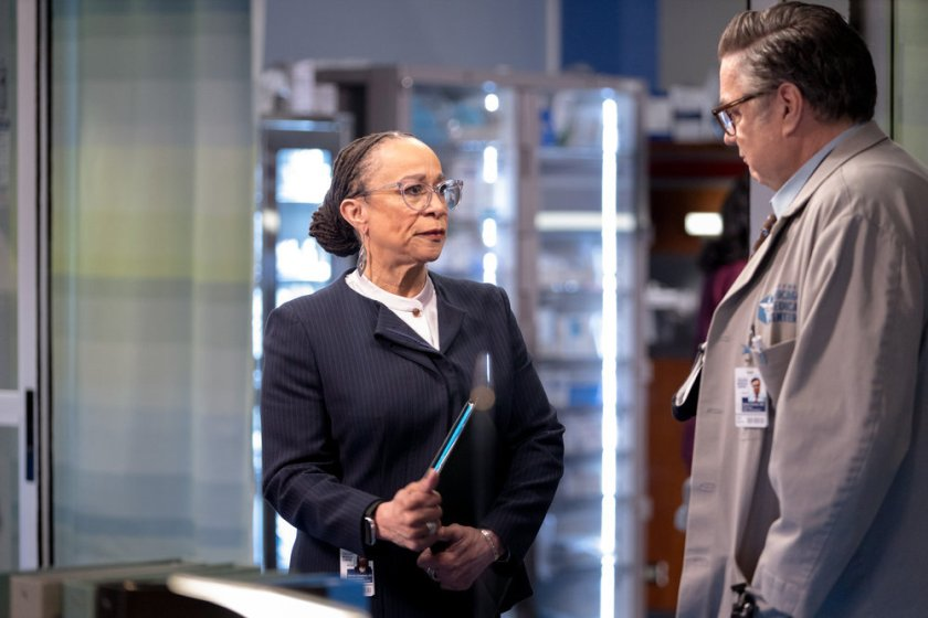 """CHICAGO MED -- """"Some Things Are Worth The Risk"""" Episode 612 -- Pictured: (l-r) S. Epatha Merkerson as Sharon Goodwin, Oliver Platt as Daniel Charles -- (Photo by: Adrian S. Burrows Sr./NBC)"""
