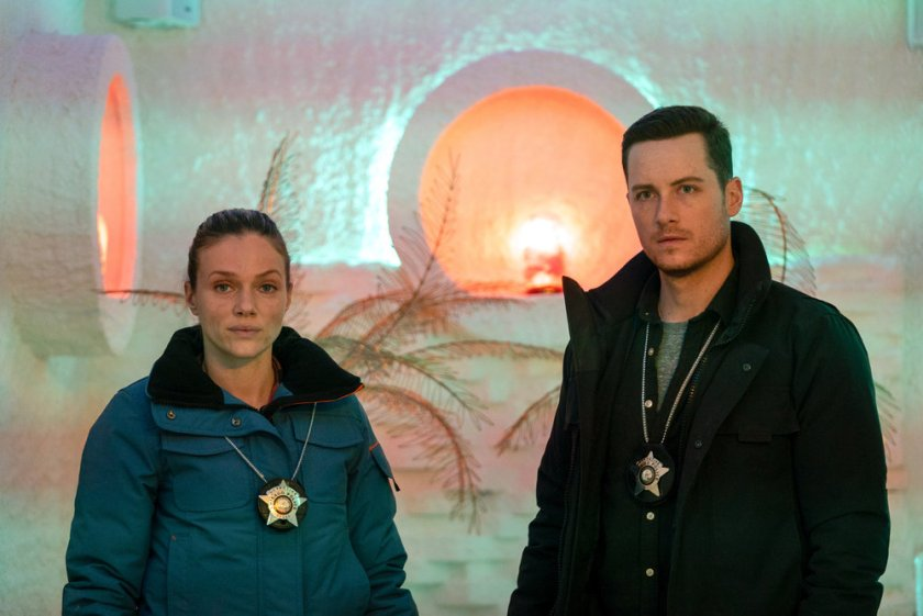 """CHICAGO P.D. -- """"Signs Of Violence"""" Episode 811 -- Pictured: (l-r) Tracy Spiridakos as Hailey Upton, Jesse Lee Soffer as Jay Halstead -- (Photo by: Lori Allen/NBC)"""