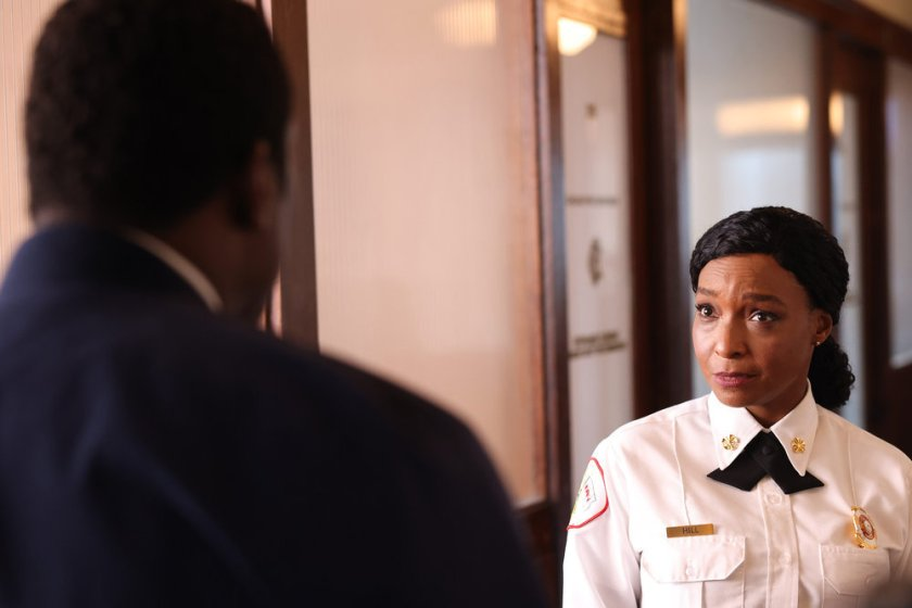 """CHICAGO FIRE -- """"Mayday"""" Episode 1001 -- Pictured: J. Nicole Brooks as Gloria Hill -- (Photo by: Adrian S. Burrows Sr./NBC)"""