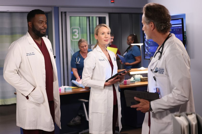"""CHICAGO MED -- """"You Can't Always Trust What You See"""" Episode 701 -- Pictured: (l-r) Guy Lockard as Dr. Dylan Scott, Kristin Hager as Dr. Stevie Hammer, Steven Weber as Dr. Dean Archer -- (Photo by: George Burns Jr/NBC)"""