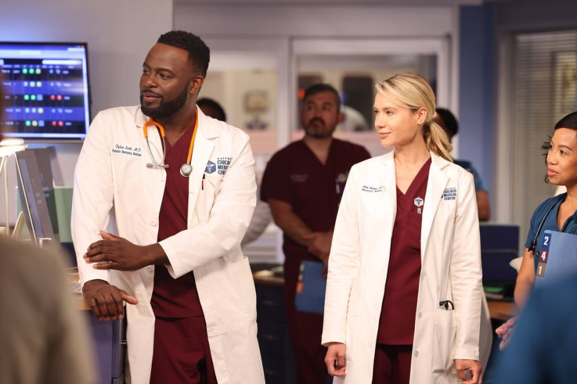 """CHICAGO MED -- """"You Can't Always Trust What You See"""" Episode 701 -- Pictured: (l-r) Guy Lockard as Dr. Dylan Scott, Kristin Hager as Dr. Stevie Hammer -- (Photo by: George Burns Jr/NBC)"""