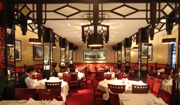 Beautifully lit Cantonese restaurant in Birmingham