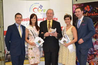 l-r: Ciarán O Connell(Rose of Tralee) Joanne O Gorman Clare Rose, Cllr James Breen Deputy Mayor of Ennis Municipal District, Maria Walsh Intl Rose of Tralee and Conor Walsh, Rose Escort of the Year. Credit Catherine O'Hara