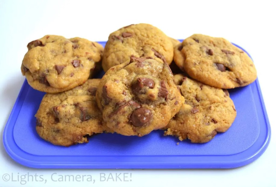 KitKat Chocolate Chip Cookies. A soft and chewy chocolate chip cookie with broken pieces of KitKat throughout! These are probably one of my favourites! #kitkatcookies, #chocolatechipcookies #thebestcookierecipe