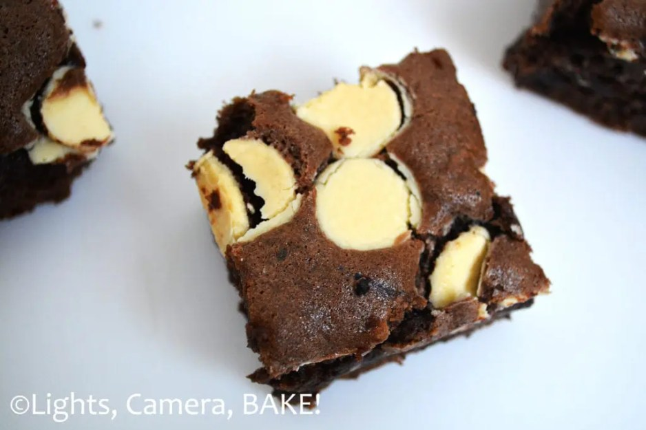 Gluten Free Polka Dot Cookie Bars. A chewy chocolate cookie bar with white chocolate 'polka dots'. These are a definite crowd pleaser and so easy to make. You won't know these are gluten and wheat free! #glutenfreechocolatecookies #glutenfreecookiebars #glutenfreebakingrecipes