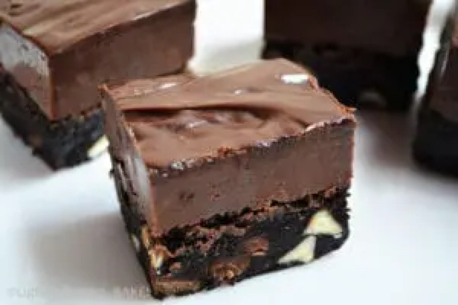 Nutella Fudge Topped Brownies. Rich fudgey brownies with a decedent Nutella Fudge topping. These are one of my absolute favourite things to eat and a definite must try. #nutellafudgebrownies #nutellabrownies #nutellafudgerecipe