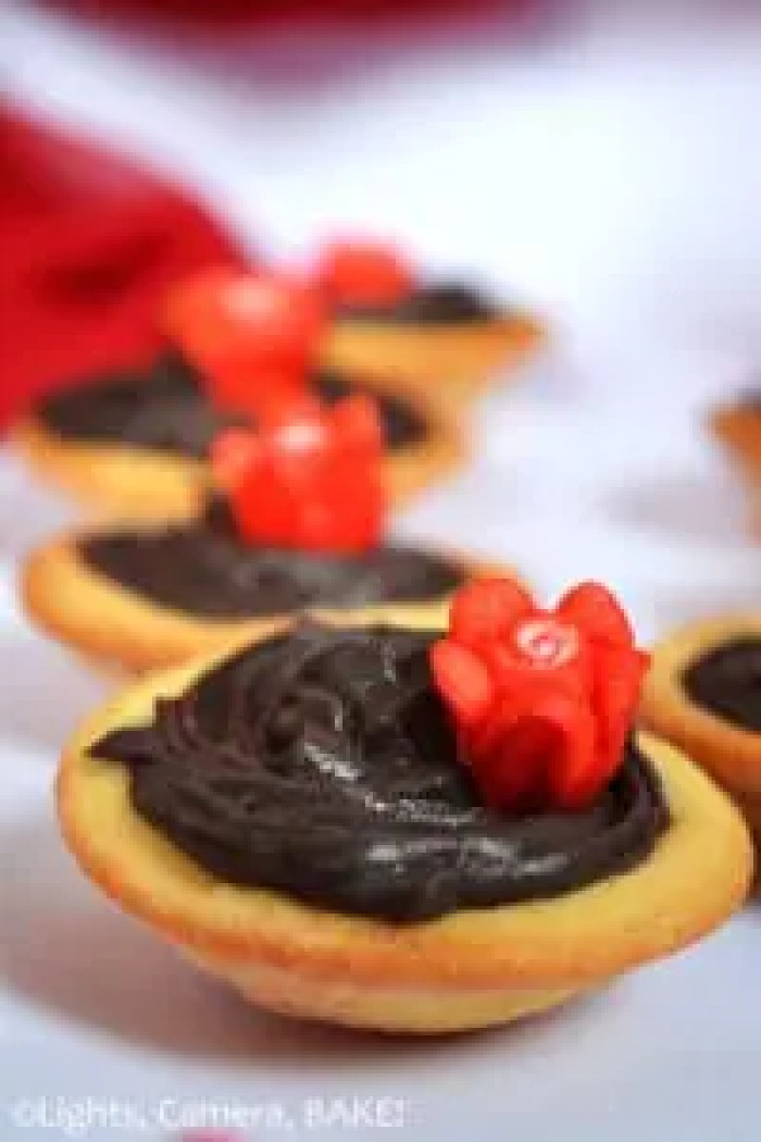 Grey Stuff Tarts. Inspireed by Beauty and the Beast. These Grey Stuff Tarts combine the Grey Stuff from the movie and pastry as the film is set in France. These are decedent and so rich, creamy and sweet. Perfect for a Disney themed party of just because! #beautyandthebeastrecipe #greystufftarts #greystuffrecipe