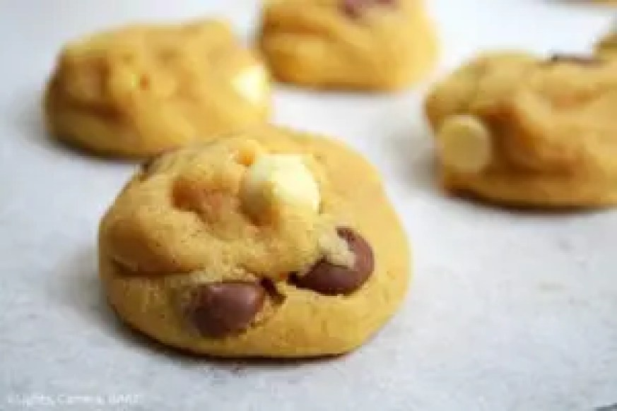 Vanilla Pudding Cookies are soft yet dense, chewy and thick cookies using vanilla pudding mix and cream cheese to add to the pudding like texture of the cookies. #vanillapuddingcookies #glutenfreecookies #vanillapudding