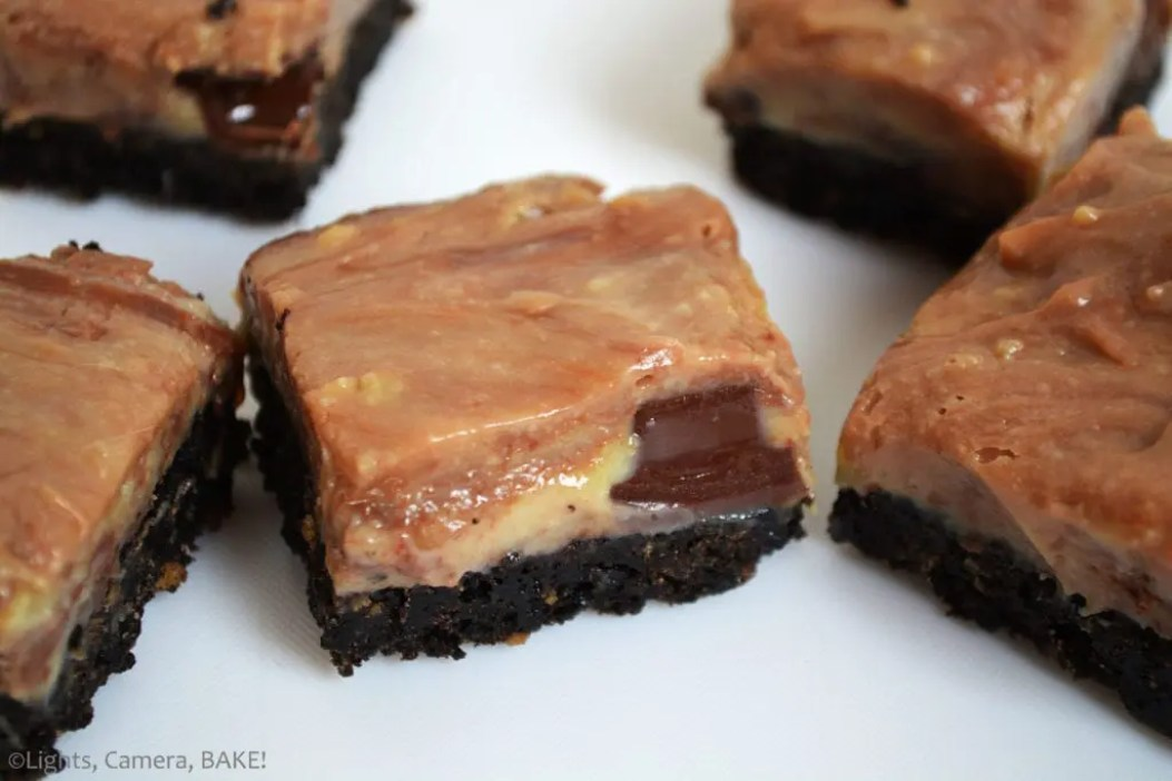 Chocolate Swirl Caramel Fudge Bars are a sweet, gooey, sticky, soft caramel fudge with caramel chocolate (Rolos) mixed throughout the warm caramel to create a swirl on top of an Oreo base. #oreofudge #caramelfudge #caramelchocolatefudge