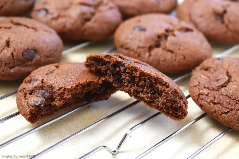 Chocolate Pudding Cookies. Thick and chewy chocolate pudding cookies using chocolate pudding mix right into the cookie dough mixture complete with chocolate chips! #puddingcookies #chocolatecookies #chocolatepudding #chocolatepuddingcookies #chewychocolatecookies