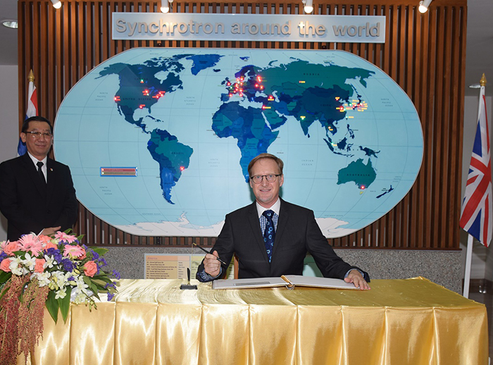 The British Ambassador to Thailand visited the Synchrotron Light Research Institute