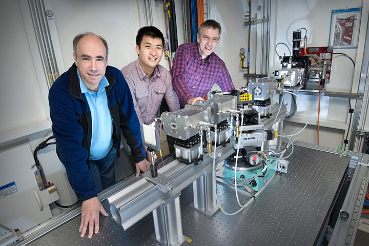 Light-activated, single- ion catalyst breaks down carbon dioxide