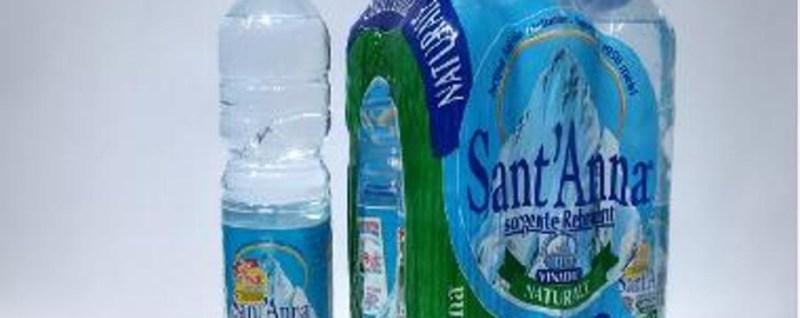 Sant'Anna, ritirate bottiglie all'Auchan «Segnalato uno strano odore»