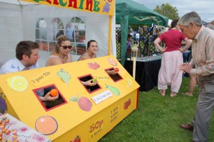 4-Fun at Human Fruit Machine