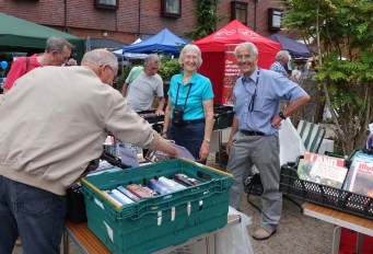 10-The Newmans and the book stall