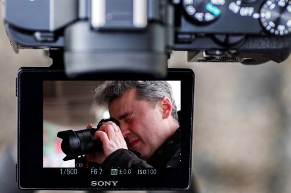 Ich selbst so, wie ich grad fotografiere und gleichzeitig fotografiert werde. An dieser Stelle besten Dank an Herrn Michael Eichhammer fürs fotografieren beim fotografieren.