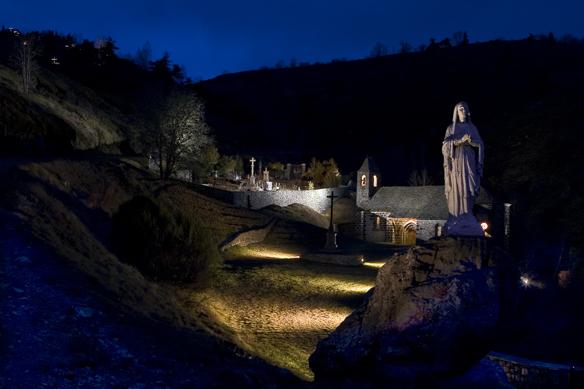 Mise en lumière de la Vierge, Alleuze - Conception lumière : Sylvie Sieg - Photo : G. Godard