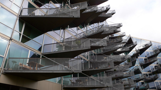 VM Houses, vue latérale, logements V - Ørestad City, Copenhague, Danemark - Architectes : Bjarke Ingels Group, Julien De Smedt Architects - Photo : Vincent Laganier
