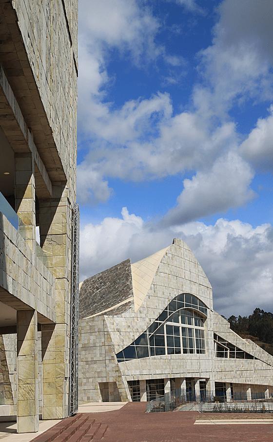 Cité de la Culture de Galice, Saint-Jacques-de-Compostelle, Espagne - Architecte : Peter Eisenman - Photo : Vincent-Laganier