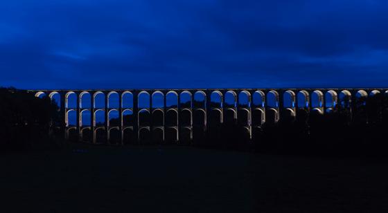 De nuit, mise en lumière du viaduc de Chaumont, Haute-Marne, France – Conception lumière : Jean-François Touchard – Photo : Didier Boy de La Tour