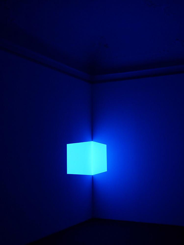 James-Turrell-Shanta-(Blue)-1967-Photo-Florian-Holzherr