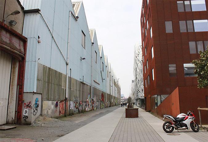 Jardin-créatif,-mail-halle-Alstom,-Nantes---vue-de-jour-©-Yvan-Sacovy---Projet-de-Marie-Brec-et-Yvan-Sacovy---Formation-Conception-Lumiere-Durable-2013---Pole-Atlantique---ENSAN