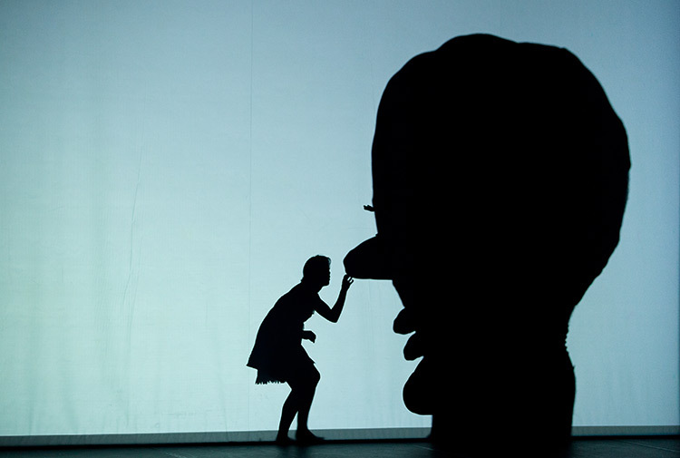 Pilobolus,-Shadowland-01-copyright-photo-Emmanuel-Donny