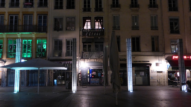 Facade Croix-Rousse, 4 piliers, Place des Terreaux, Lyon, France - Conception lumiere Laurent Fachard - Photo Vincent Laganier