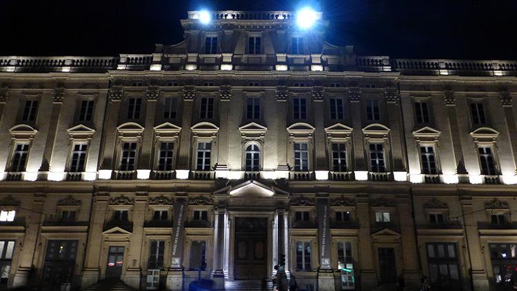 Facade palais des Beaux Arts, Place des Terreaux, Lyon, France - Conception lumiere Laurent Fachard - Photo Vincent Laganier