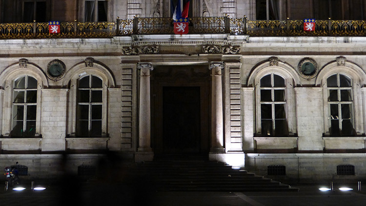 Hotel de Ville, Place des Terreaux, Lyon, France - Conception lumiere Laurent Fachard - Photo Vincent Laganier