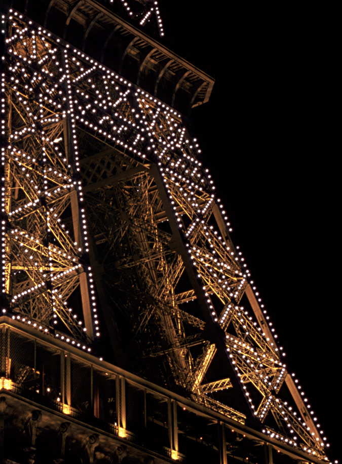 Tour Eiffel, Paris, France – Scintillement – Conception lumière : Pierre Bideau, SNTE – Photo : Vincent Laganier