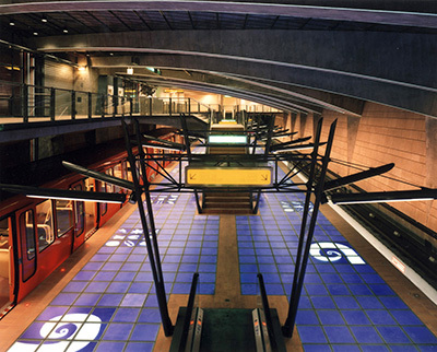 13-Station Valmy – Ligne de Métro D, Lyon - Architectes Pierre Vurpas, Daniel Briet - Plasticien JP Aubanel - Concepteur lumière Philippe Hutinet - Photo Vincent Laganier