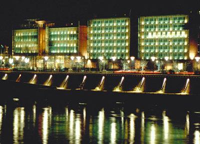 17-Quartier de la Cité Internationale à l'UGC Ciné Cité, Lyon Architectes Renzo Piano, Paul Vincent - concepteur lumiere Atelier Roland Jéol - Photo Vincent Laganier