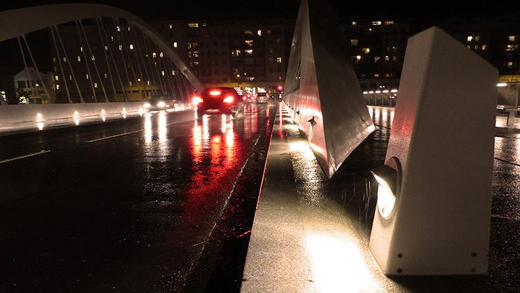 Lyon,-pont-Schuman,-mise-en-lumiere-Les-éclairagistes-associées---escalier-borne-béton-photo-Vincent-Laganier