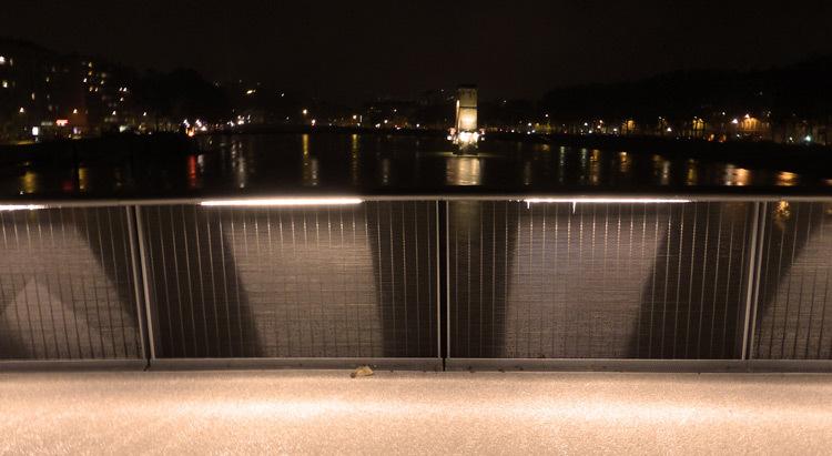 Lyon,-pont-Schuman,-mise-en-lumiere-Les-éclairagistes-associées---vue-aval-photo-Vincent-Laganier