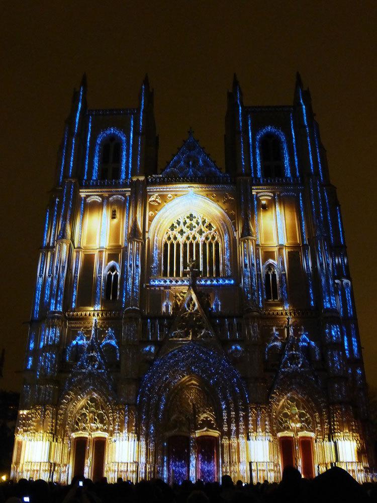 10 Son et lumiere - Illumi Nantes - Facade de la Cathedrale - Peinture Yann Thomas - Images Spectaculaires © Vincent Laganier