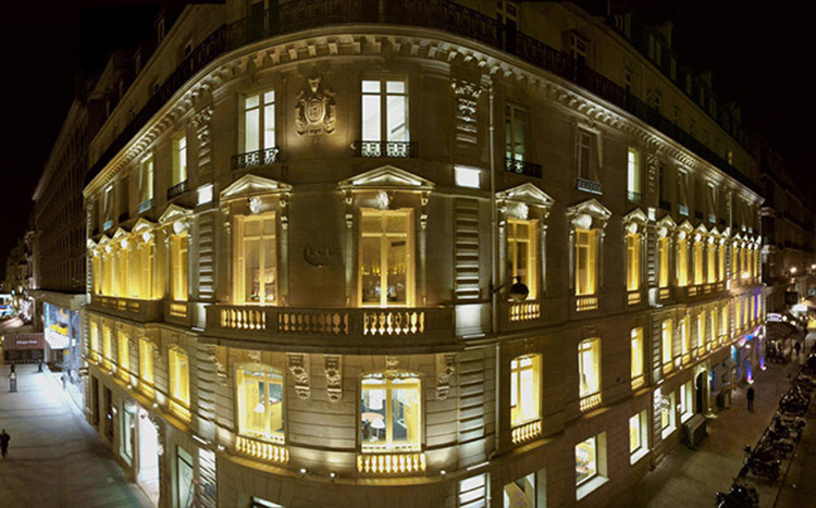Facade-LCL,-Champs-Elysees,-Paris---Conception-lumiere-et-photo--Marc-Dumas