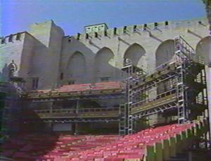 Jours-et-nuits-du-Theatre---1-apprivoiser-la-lumiere--1991--Cours-du-Palais-des-Papes,-Festival-Avignon---Auteur-Realisateur-François-Porcile---La-Sept,-Tara-Productions