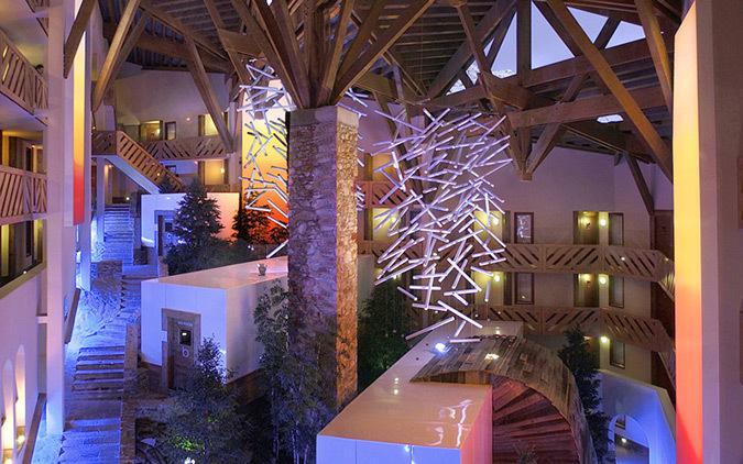 Atrium le Tikal, Pierre et Vacances, « Le Tikal » Val Thorens – Conception lumière et photo : Marc Dumas