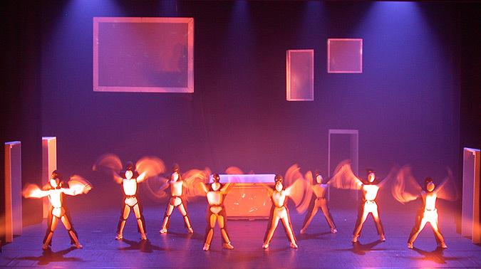 Corps est graphique, Käfig, 2003 - Espace Albert Camus, Bron - Choréagraphie Mourad Merzouki - Création lumière : Yoann Tivoli © Vincent Laganier