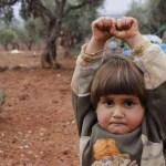 bimba siriana si arrende telecamera