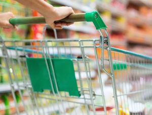 Ruba cioccolata in un supermercato, denunciato