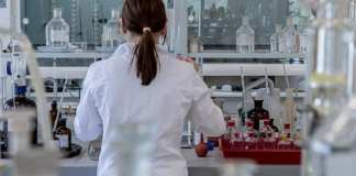 laboratorio medico provette sangue