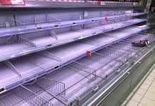 scaffali vuoti coronavirus supermercati
