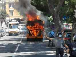 autobus in fiamme castelletto