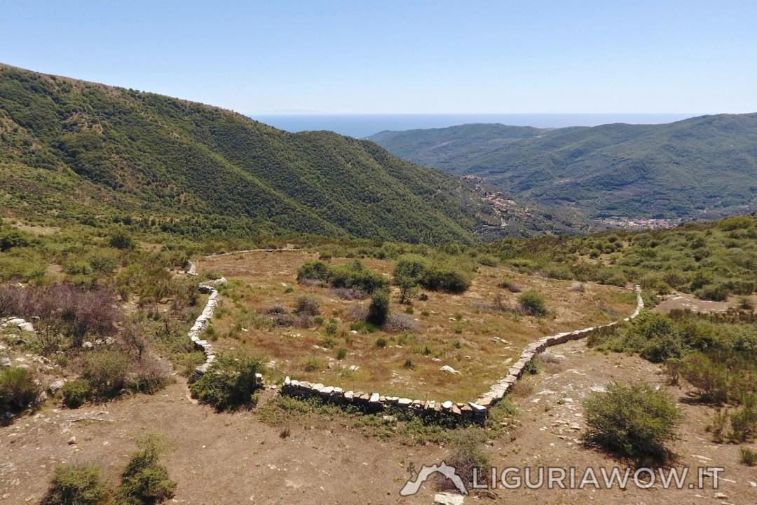 Recinto in pietra per il bestiame in Liguria di Ponente